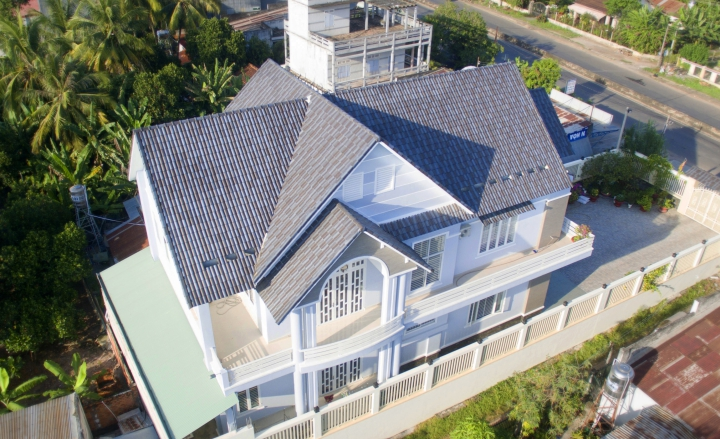 biệt thự Hoà Thành sử dụng ngói màu SCG dạng sóng